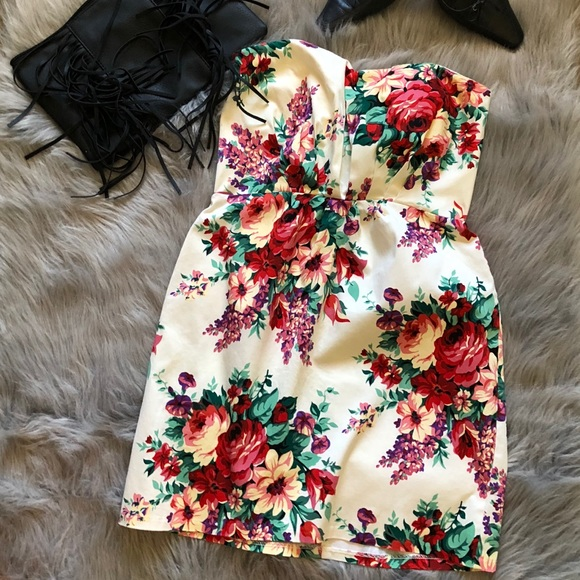 Alyn Paige Dresses & Skirts - Alyn Paige Floral strapless dress size 9/10